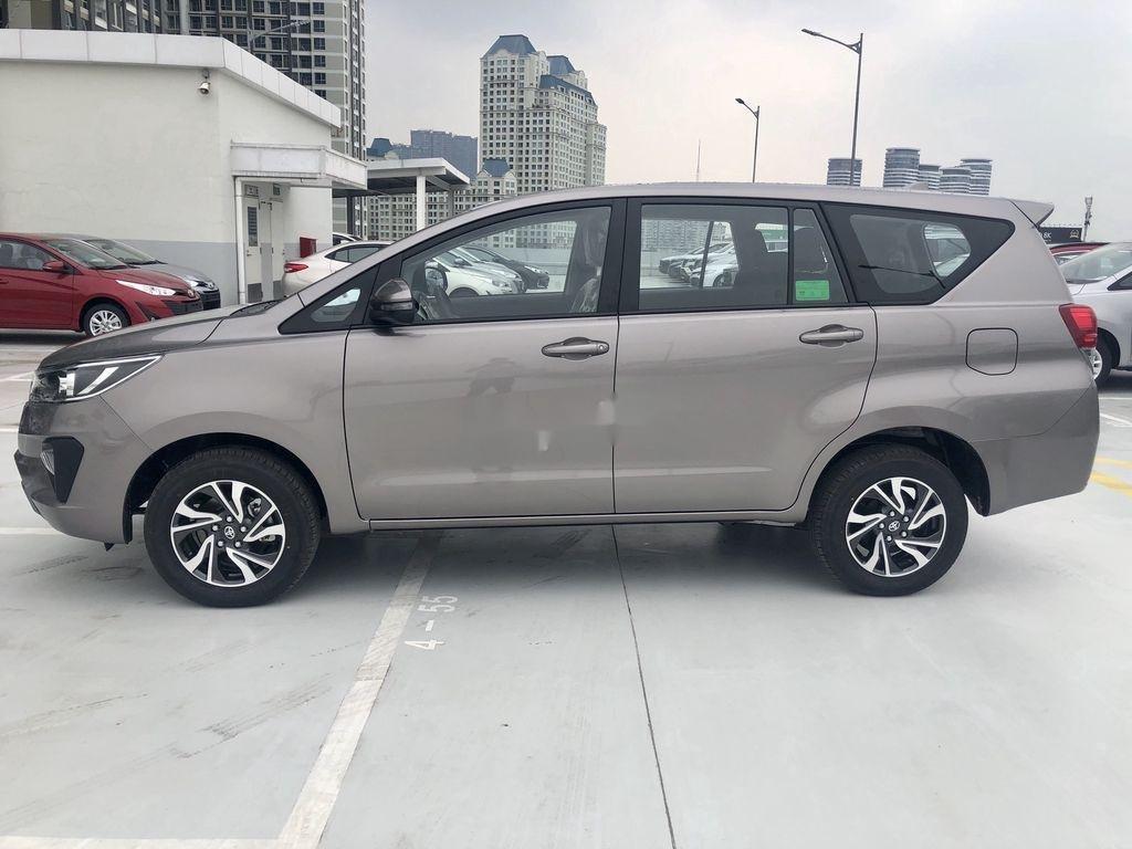 Bán ô tô Toyota Innova 2.0E MT năm sản xuất 2021 (3)