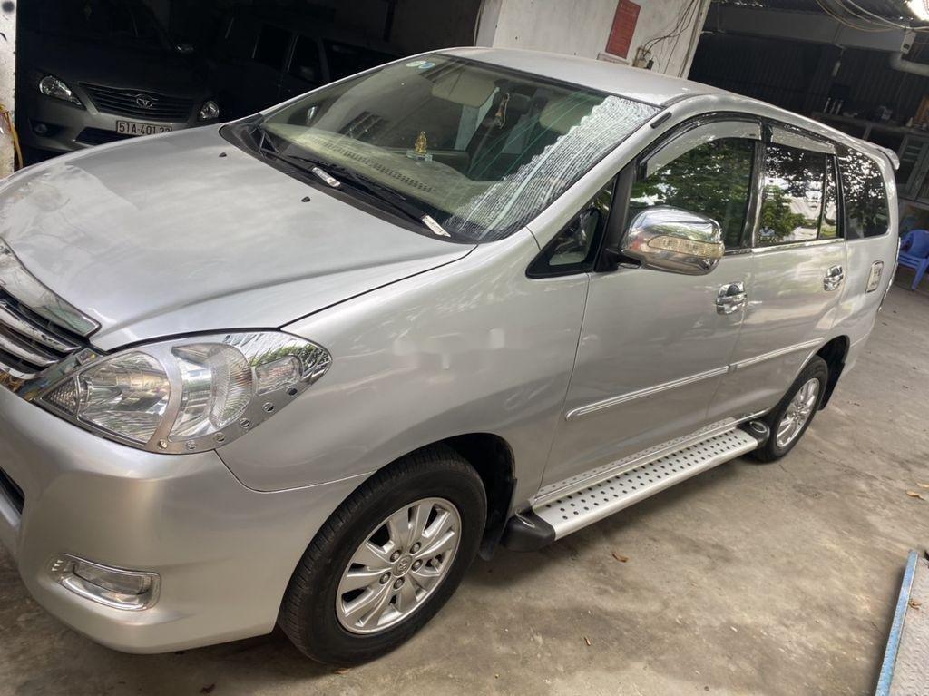 Cần bán xe Toyota Innova đời 2009, màu bạc còn mới, 275tr (2)