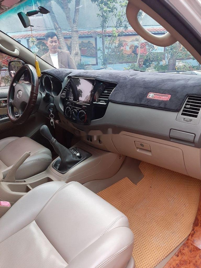 Xe Toyota Fortuner năm sản xuất 2012 còn mới (5)