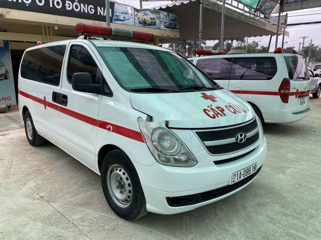 Cần bán Hyundai Grand Starex đời 2010, màu trắng (1)