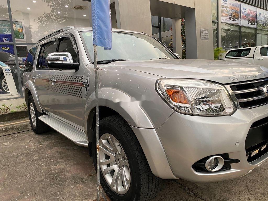 Cần bán xe Ford Everest đời 2013, màu bạc, nhập khẩu (4)
