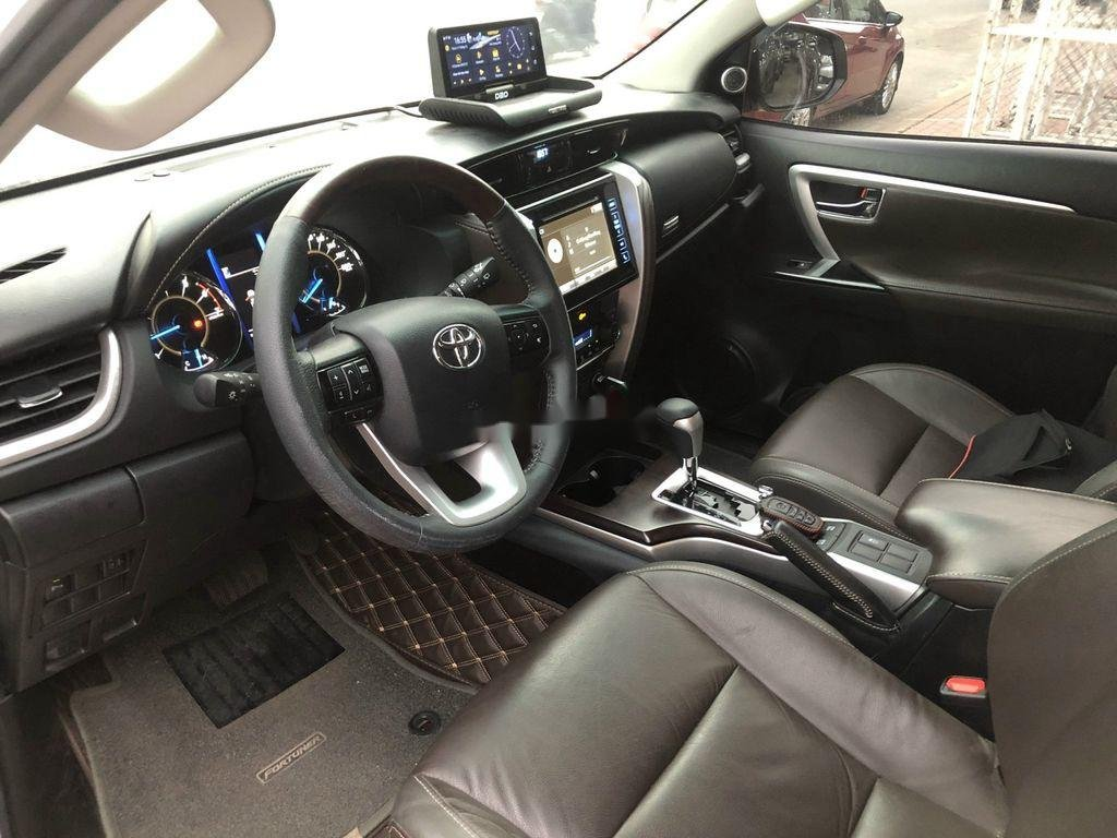 Bán Toyota Fortuner TRD sản xuất năm 2019 (10)