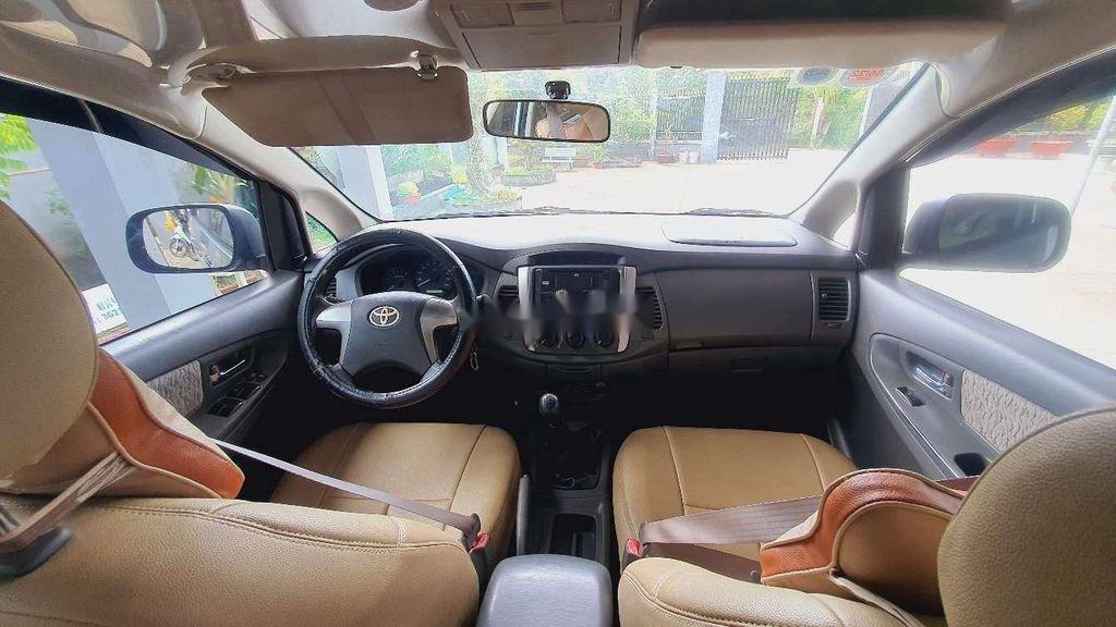 Bán Toyota Innova sản xuất năm 2013, xe một đời chủ còn mới (6)