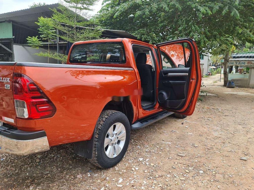 Bán Toyota Hilux năm 2016, nhập khẩu, màu cam (10)