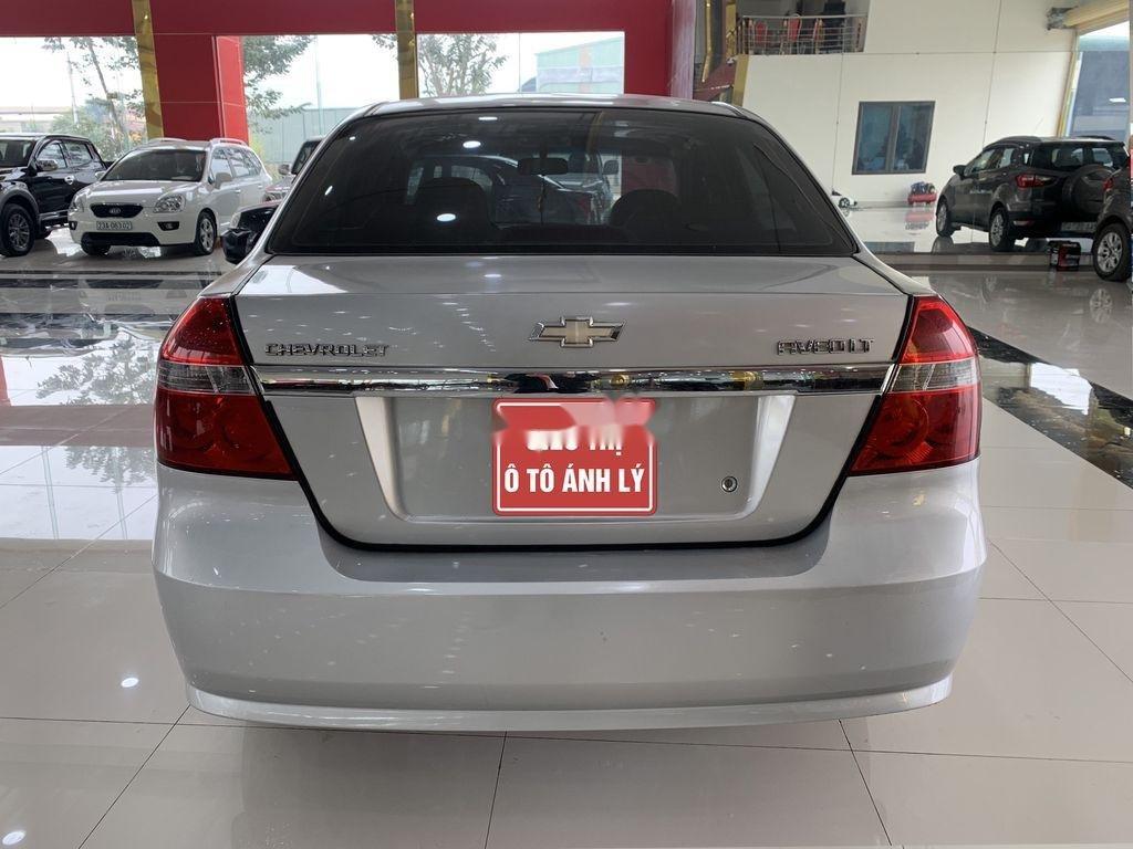 Cần bán xe Chevrolet Aveo 2014, màu bạc chính chủ, giá 235tr (2)
