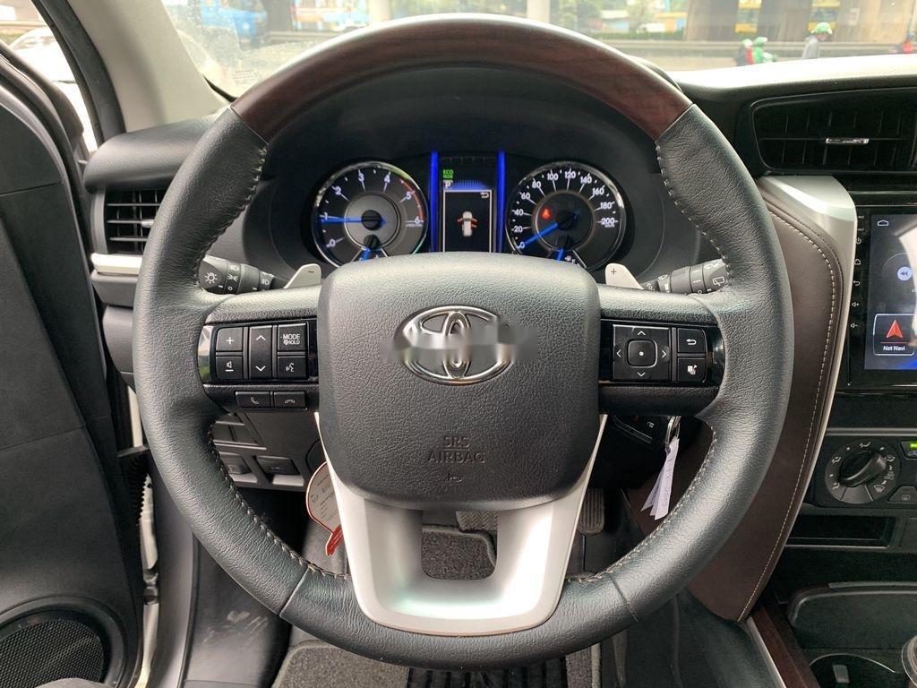 Cần bán gấp Toyota Fortuner đời 2019, màu bạc  (12)
