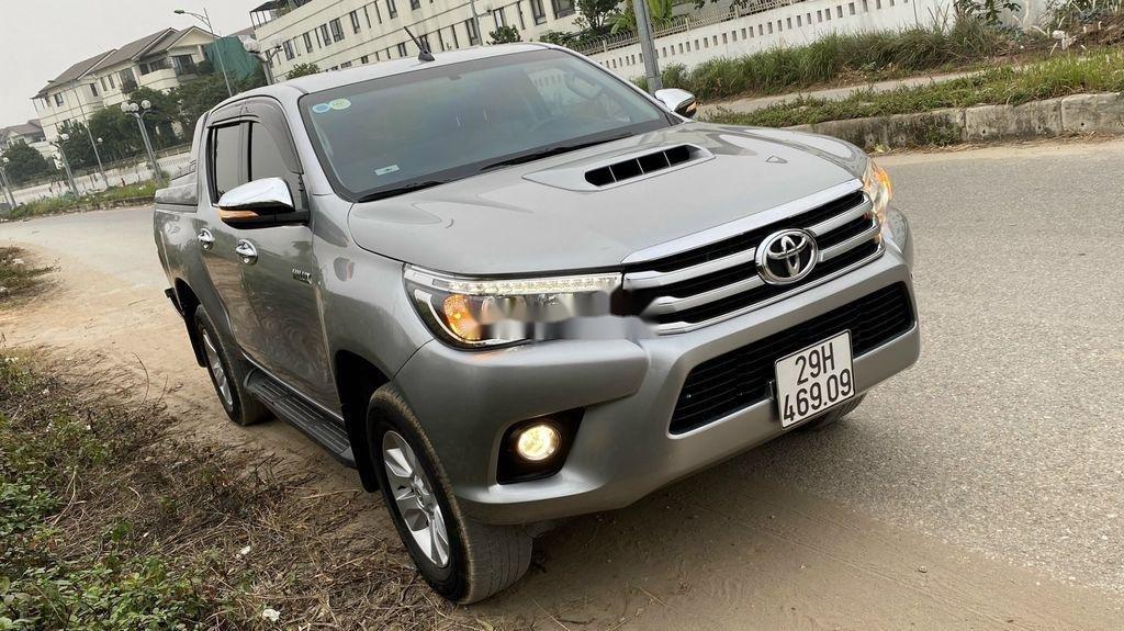 Bán Toyota Hilux đời 2016, màu bạc, nhập khẩu còn mới (9)