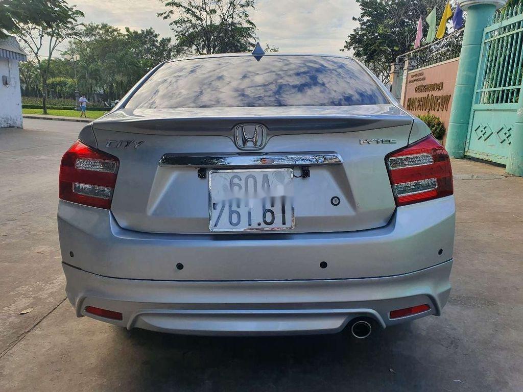 Bán Honda City năm sản xuất 2013, màu bạc chính chủ (4)