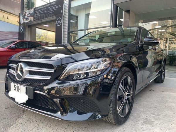 Bán Mercedes C180 siêu lướt xe 2020, màu đen nội thất kem cực sang chảnh, xe chạy mới rốt đa (2)
