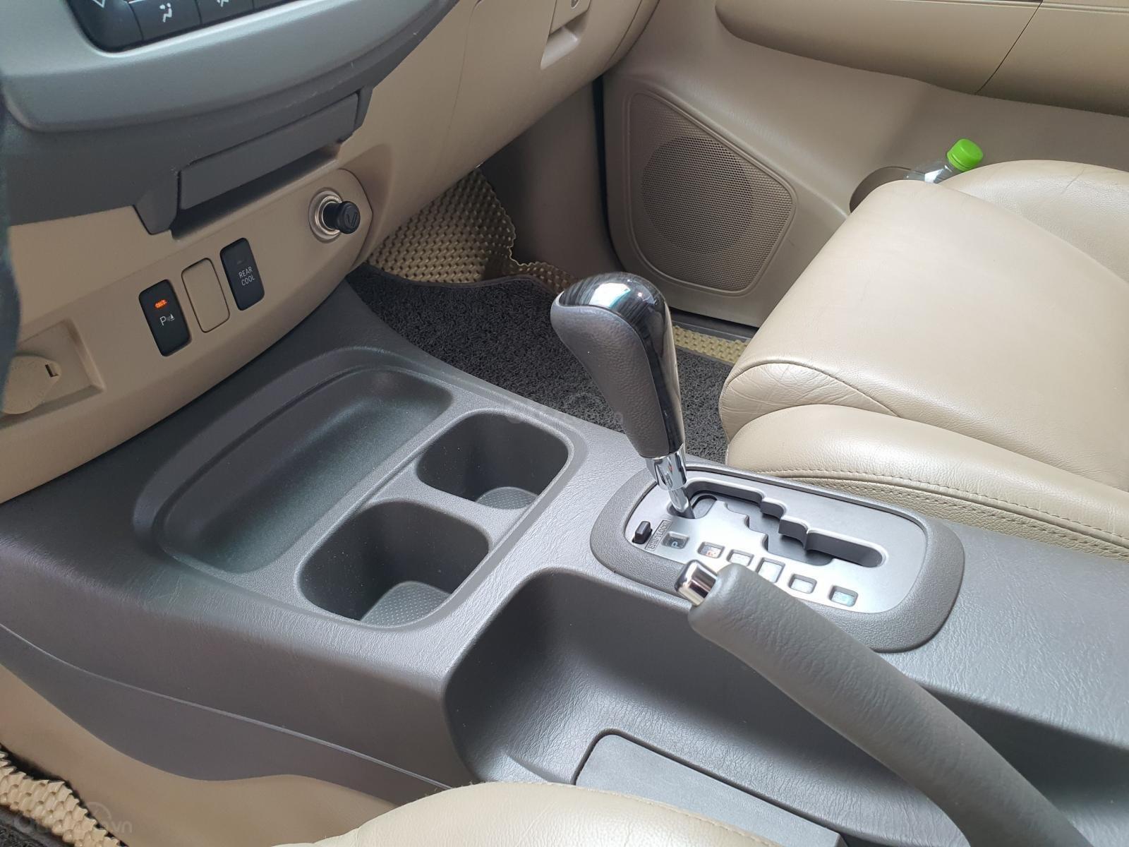 Cần bán xe Fortuner máy xăng tự động, sx năm 2012, xe còn rất mới (12)