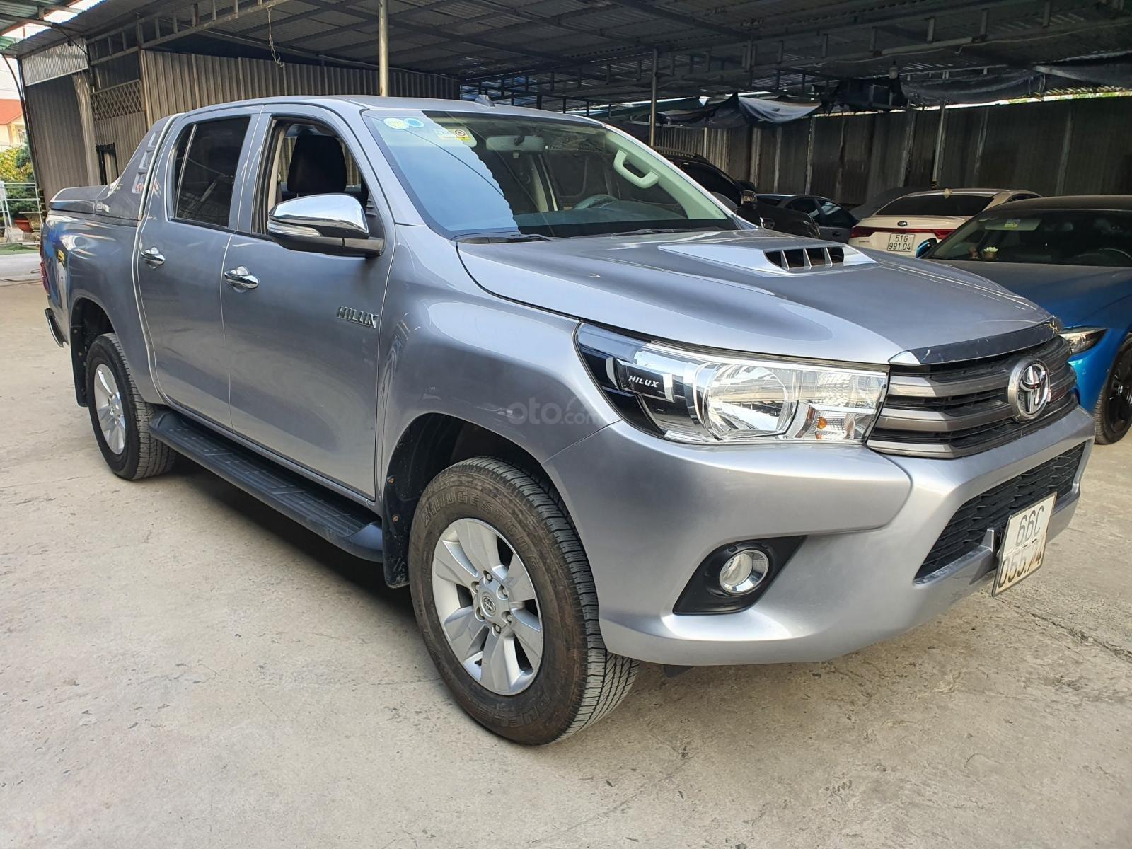Bán Toyota Hilux số sàn 2016, xe còn mới, nguyên bản (1)