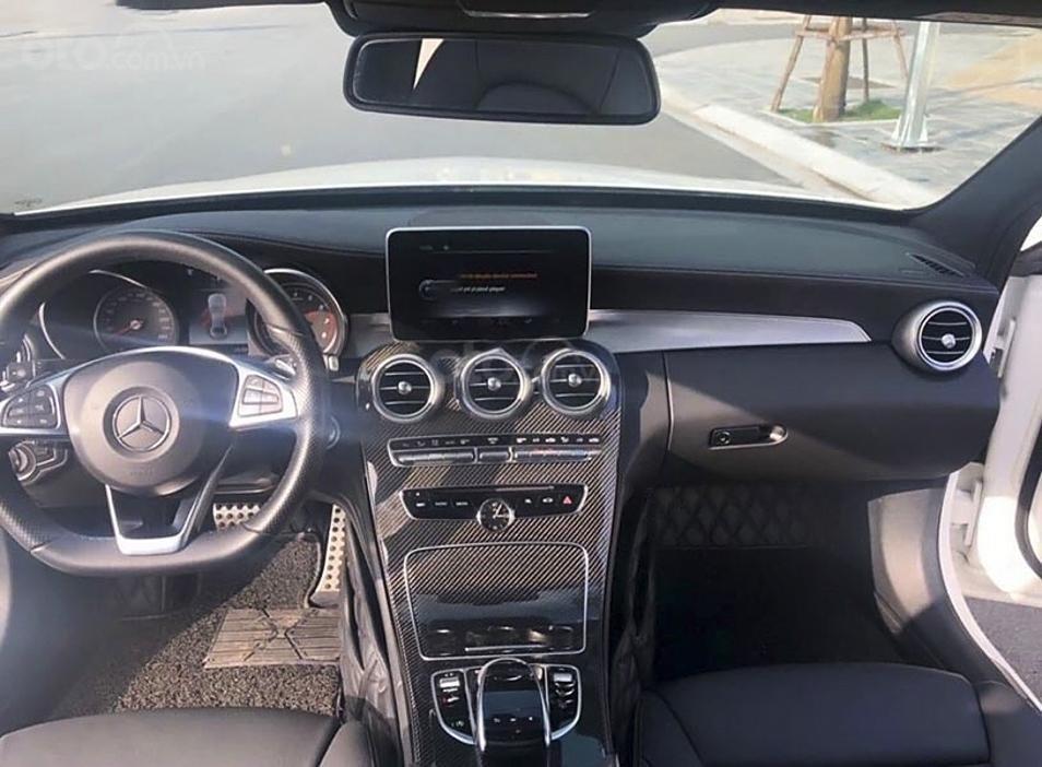 Cần bán Mercedes C300 AMG năm 2017, màu trắng (4)