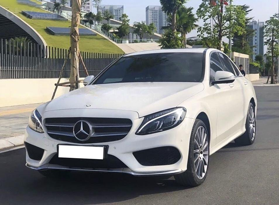 Cần bán Mercedes C300 AMG năm 2017, màu trắng (1)