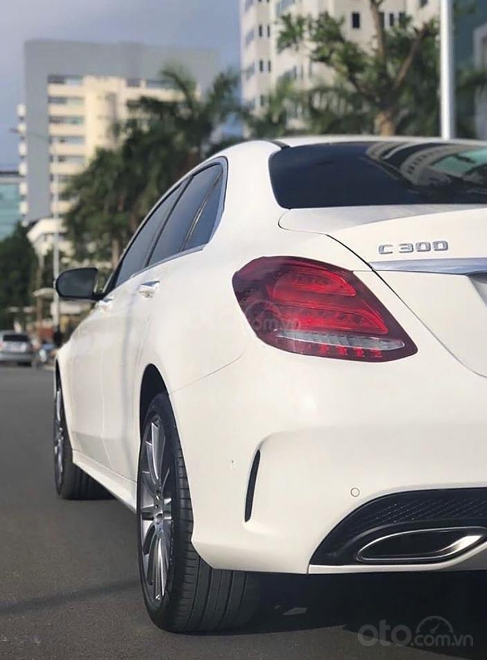 Cần bán Mercedes C300 AMG năm 2017, màu trắng (3)