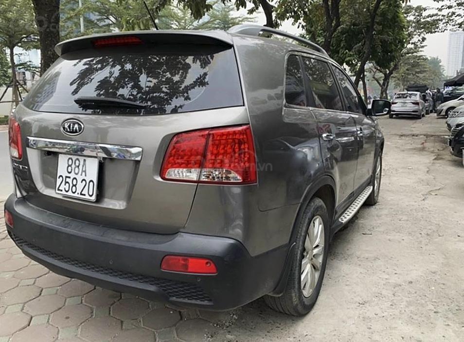 Xe Kia Sorento 2.4 năm sản xuất 2010, màu xám, xe nhập, giá chỉ 419 triệu (4)