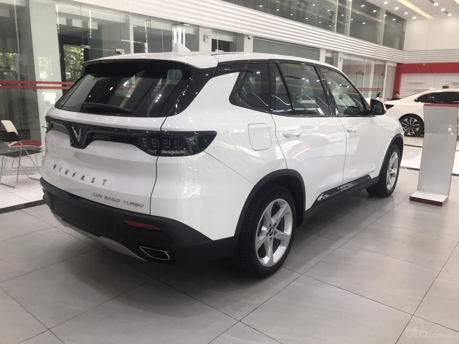 Vinfast Lux SA 2.0  top 7 những xe bán chạy nhất Việt Nam 2020 - mua xe chơi tết - hỗ trợ 100% thuế trước bạ (3)