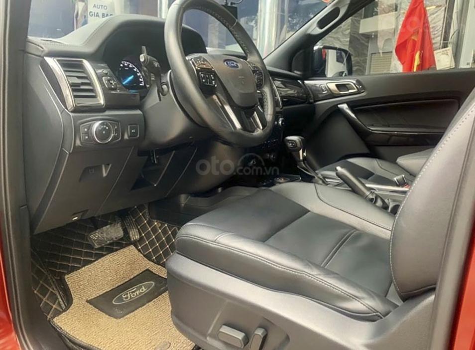 Cần bán xe Ford Everest sản xuất 2019, màu đỏ, nhập khẩu nguyên chiếc (2)