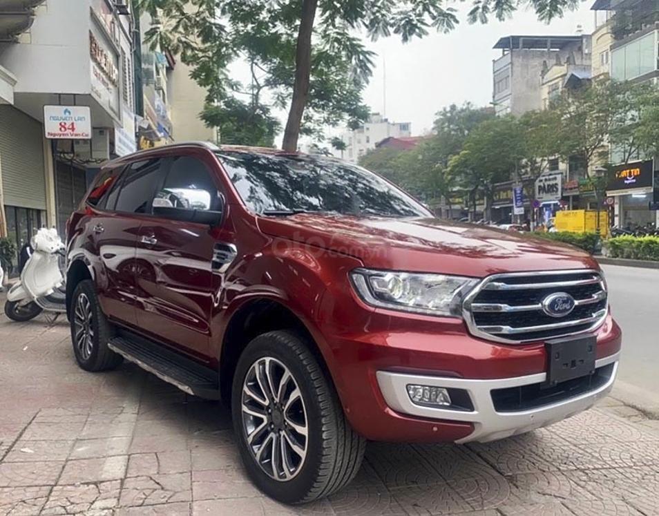 Cần bán xe Ford Everest sản xuất 2019, màu đỏ, nhập khẩu nguyên chiếc (1)