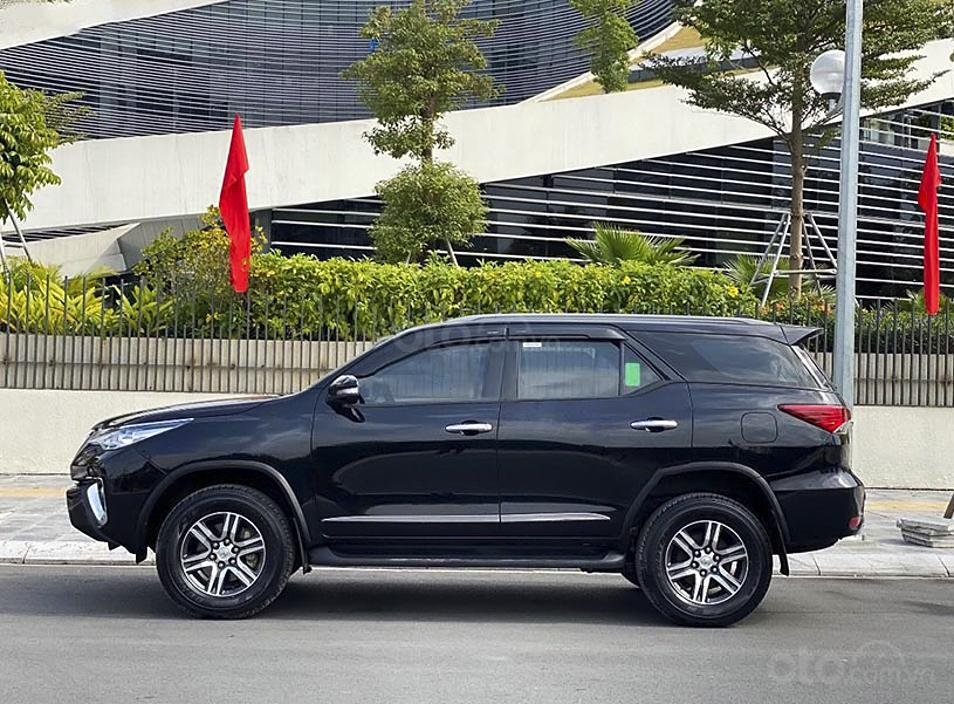 Cần bán gấp Toyota Fortuner sản xuất năm 2017, màu đen, nhập khẩu nguyên chiếc (2)