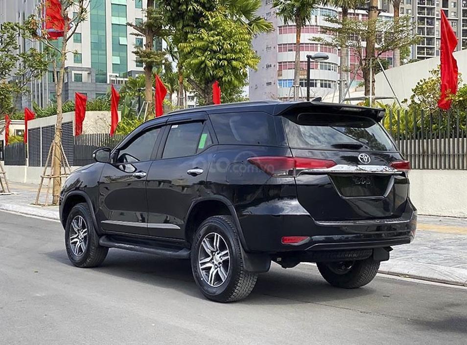 Cần bán gấp Toyota Fortuner sản xuất năm 2017, màu đen, nhập khẩu nguyên chiếc (3)