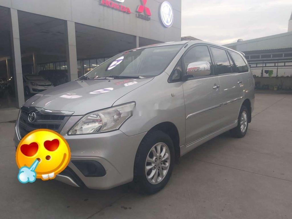 Cần bán xe Toyota Innova đời 2015, màu bạc chính chủ, giá tốt (2)