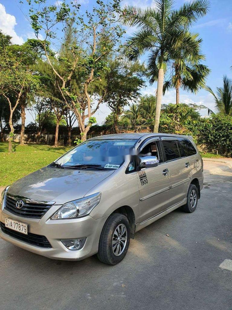 Bán Toyota Innova năm sản xuất 2014, màu vàng còn mới, giá tốt (5)