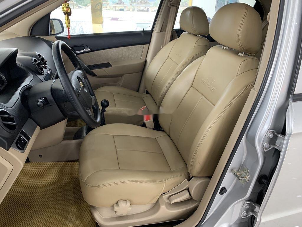 Cần bán xe Chevrolet Aveo 2014, màu bạc chính chủ, giá 235tr (8)