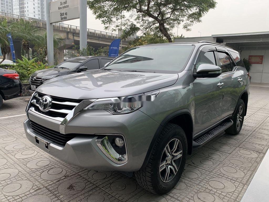Cần bán gấp Toyota Fortuner đời 2019, màu bạc  (8)