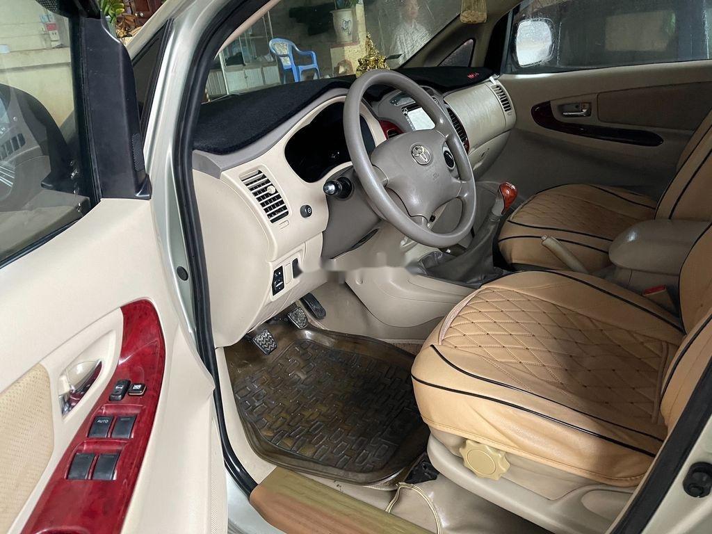 Cần bán lại xe Toyota Innova năm sản xuất 2006 chính chủ (2)