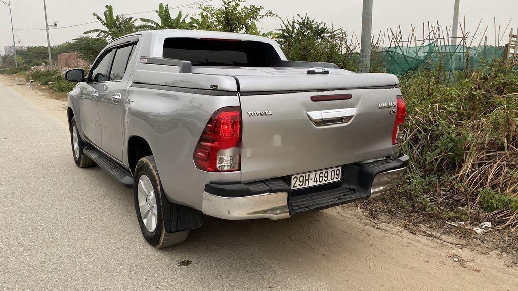 Bán Toyota Hilux đời 2016, màu bạc, nhập khẩu còn mới (2)