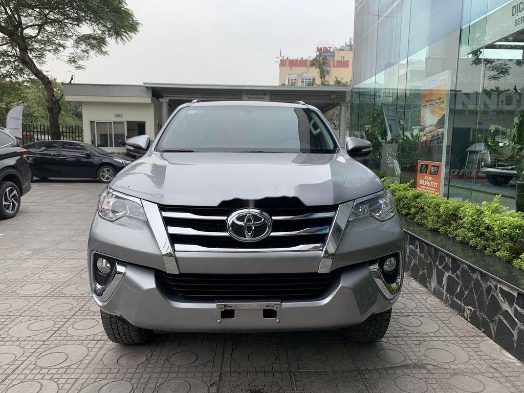 Cần bán gấp Toyota Fortuner đời 2019, màu bạc  (1)