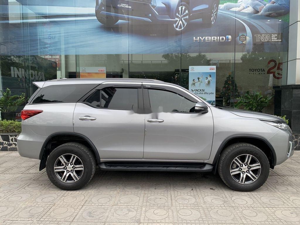 Cần bán gấp Toyota Fortuner đời 2019, màu bạc  (4)