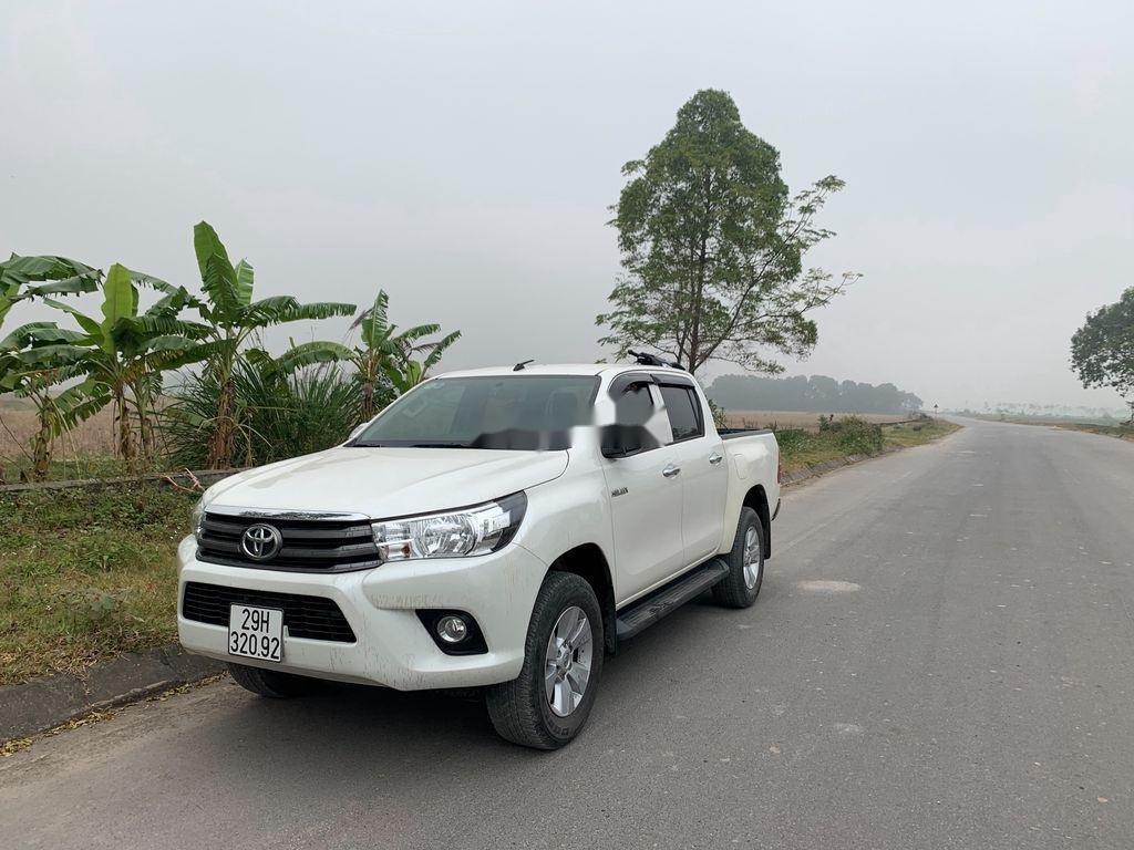 Cần bán lại xe Toyota Hilux năm sản xuất 2017, màu trắng, nhập khẩu (1)