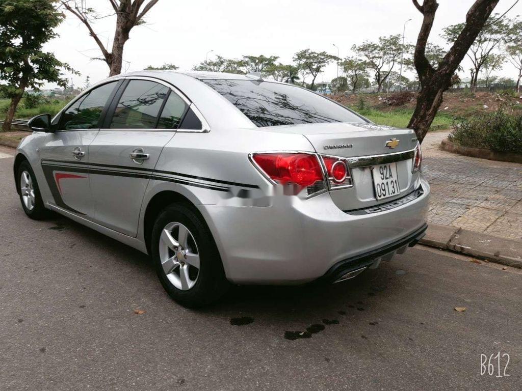 Cần bán xe Chevrolet Cruze năm 2010, màu bạc, giá tốt (4)