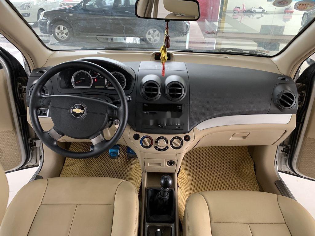 Cần bán xe Chevrolet Aveo 2014, màu bạc chính chủ, giá 235tr (7)