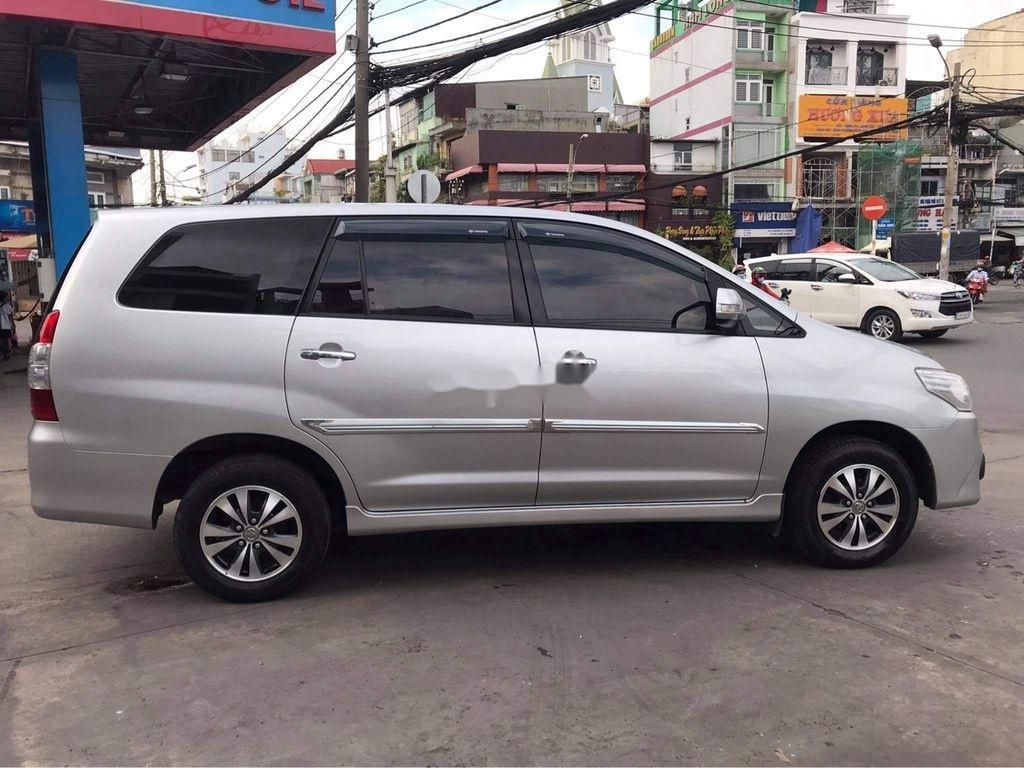 Cần bán Toyota Innova sản xuất năm 2016, màu bạc  (5)