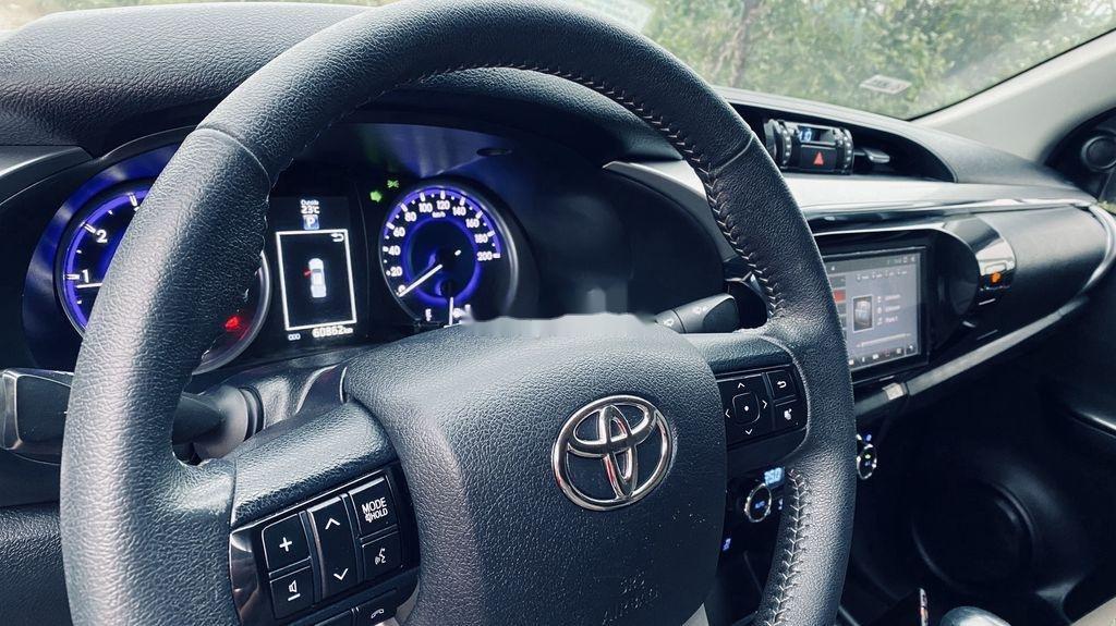 Bán Toyota Hilux đời 2016, màu bạc, nhập khẩu còn mới (12)