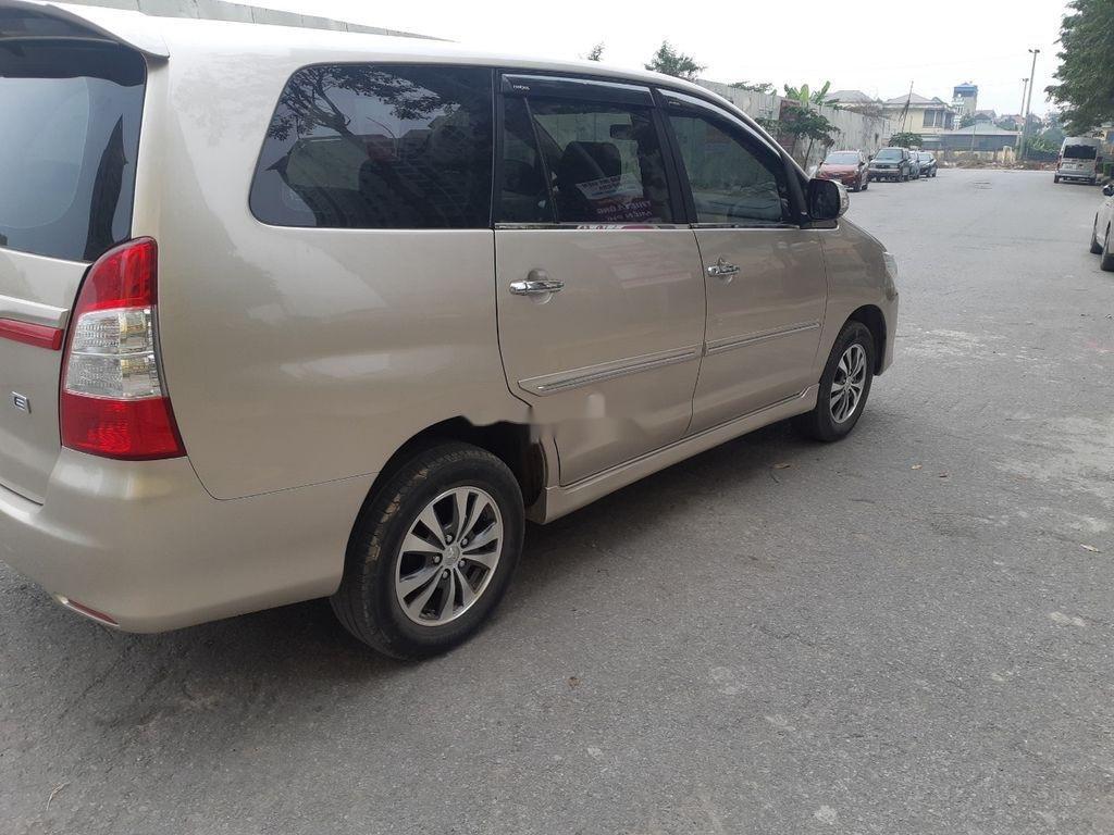Cần bán xe Toyota Innova sản xuất 2016, màu vàng còn mới, giá tốt (1)