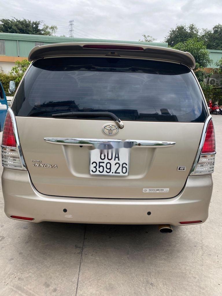 Bán Toyota Innova năm sản xuất 2011, màu vàng (1)