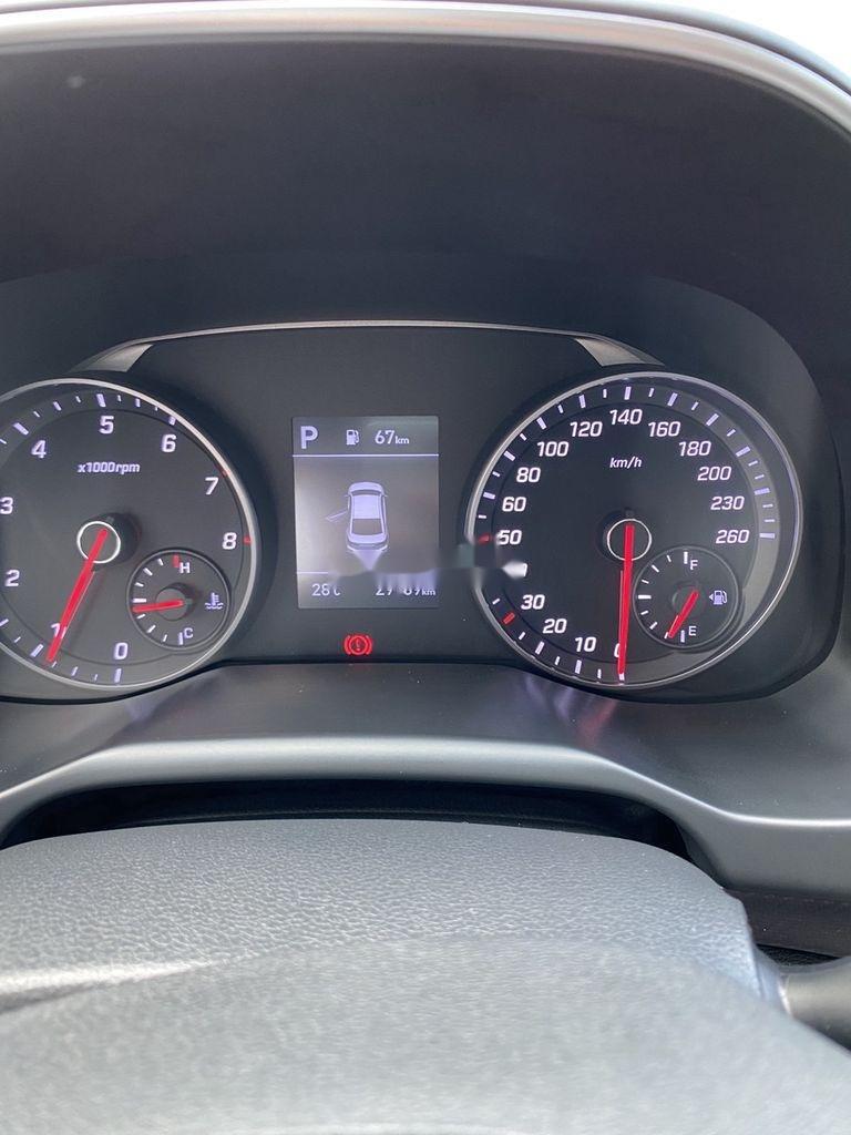 Cần bán lại xe Hyundai Elantra năm 2019, màu đen còn mới, 699tr (7)