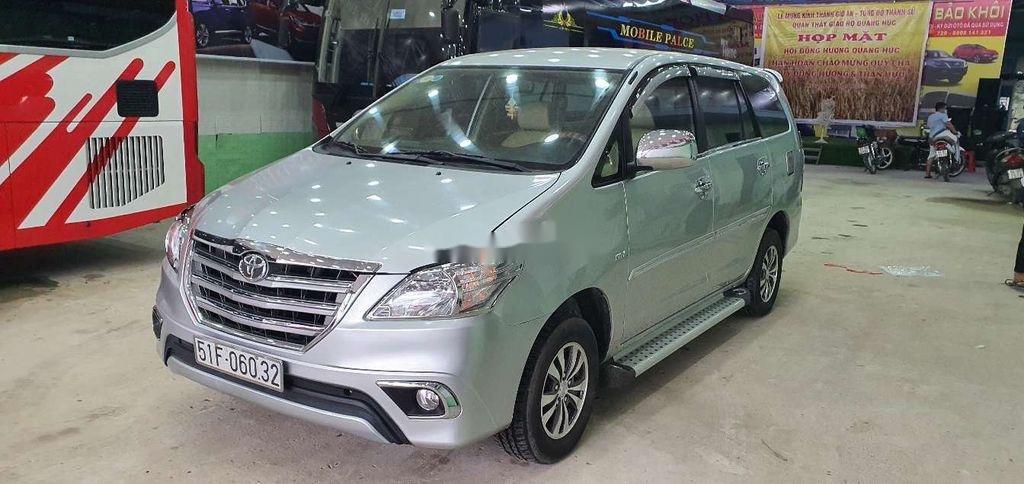 Cần bán gấp Toyota Innova 2014, màu bạc còn mới (1)