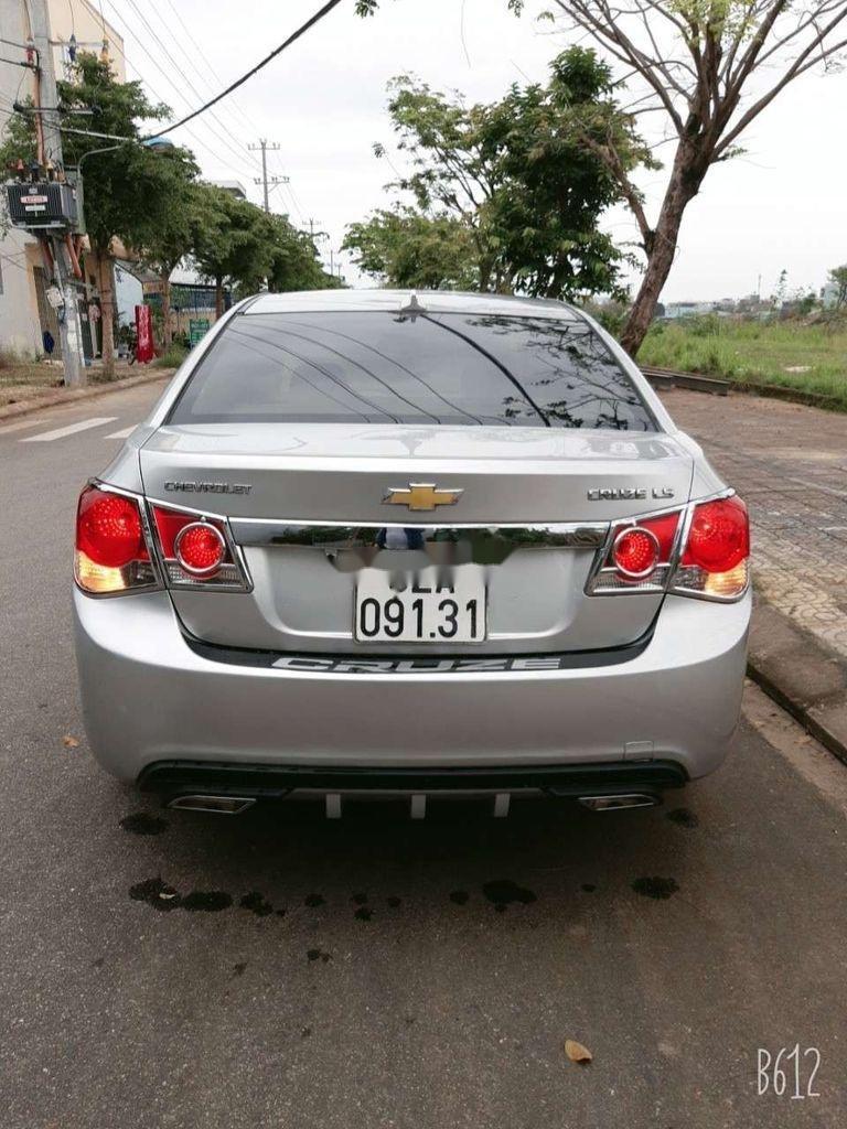 Cần bán xe Chevrolet Cruze năm 2010, màu bạc, giá tốt (5)