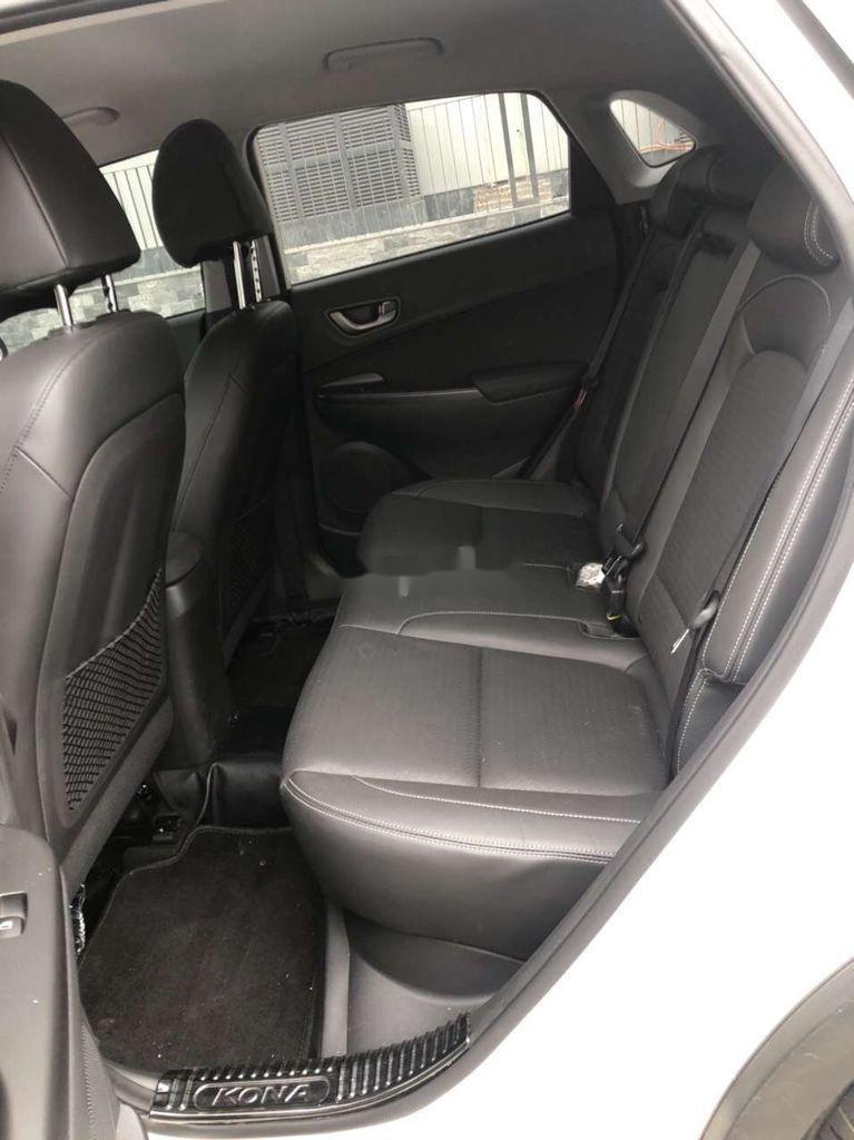 Bán Hyundai Kona đời 2020, màu trắng chính chủ (5)