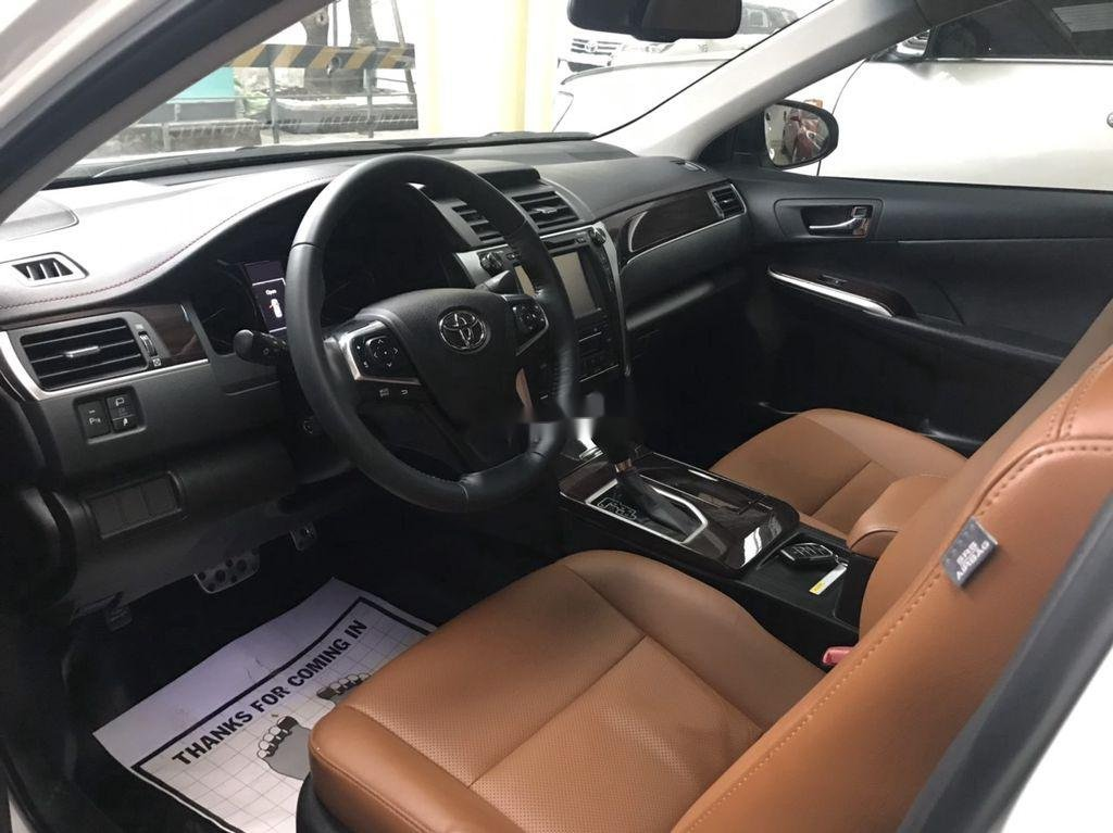 Cần bán gấp Toyota Camry sản xuất năm 2018, màu trắng  (11)