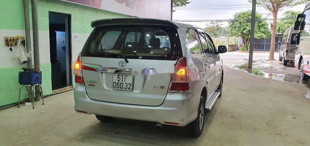 Cần bán gấp Toyota Innova 2014, màu bạc còn mới (3)