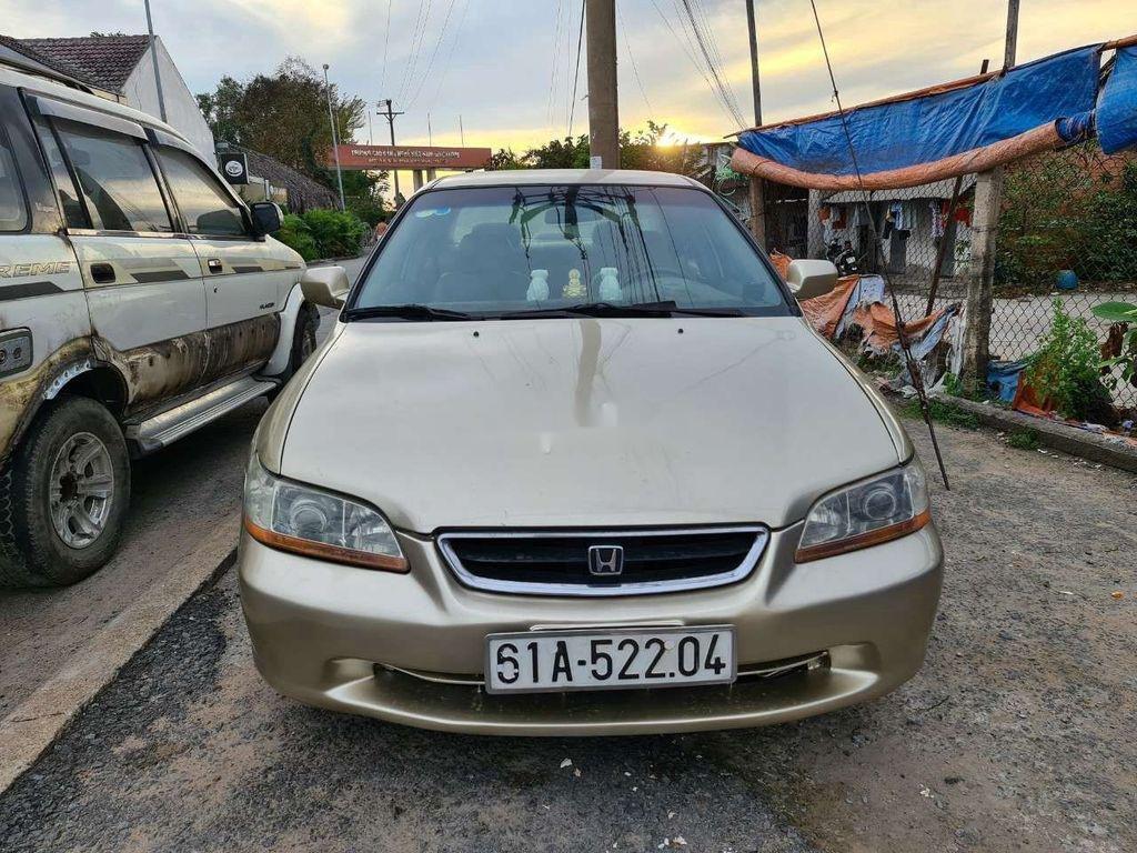Cần bán Honda Accord sản xuất 2002, nhập khẩu nguyên chiếc giá cạnh tranh (1)