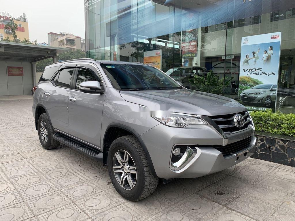 Cần bán gấp Toyota Fortuner đời 2019, màu bạc  (2)