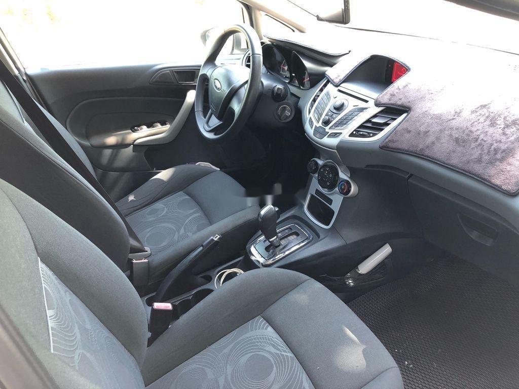 Cần bán Ford Fiesta đời 2011, màu trắng, giá tốt (5)