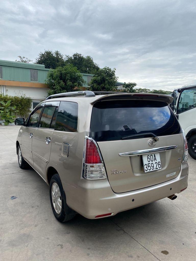 Bán Toyota Innova năm sản xuất 2011, màu vàng (5)