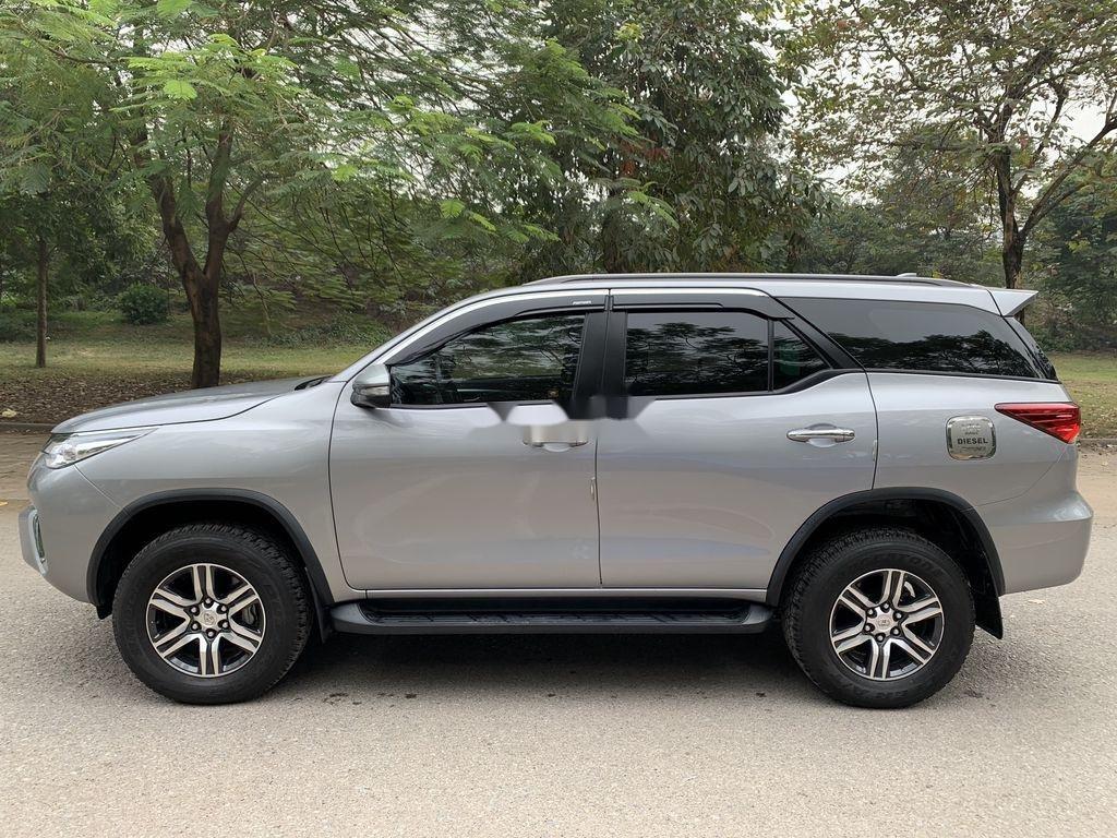 Cần bán gấp Toyota Fortuner đời 2019, màu bạc  (7)